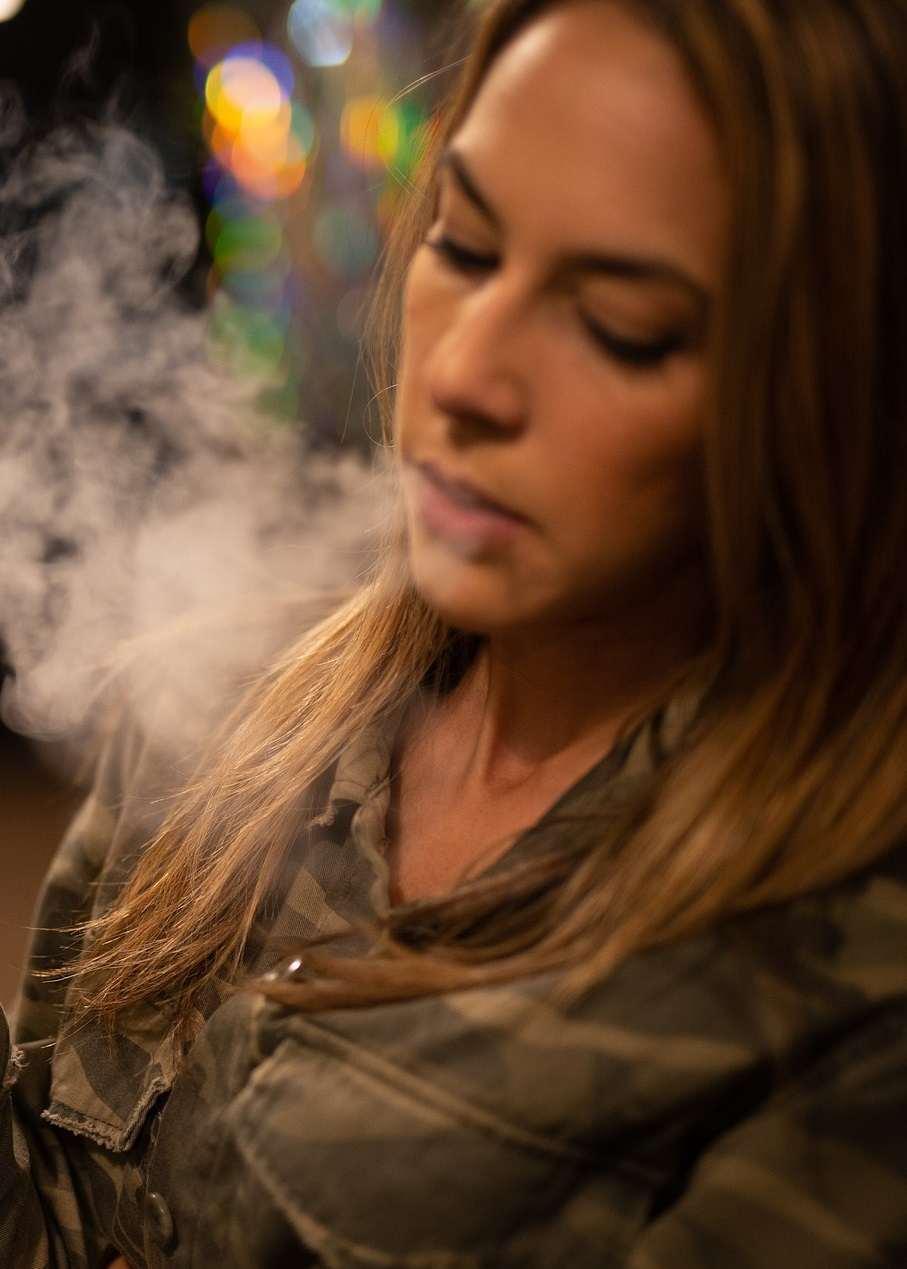 In der elektronischen Zigarette tritt Flüssigkeit aus
