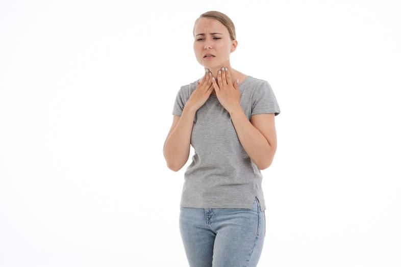 Hier ist, was Sie über die E-Zigarette und Halsschmerzen wissen müssen