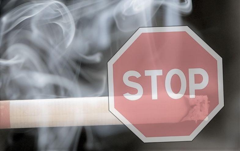Darf man an öffentlichen Orten dampfen? Gesetze zum Rauchen.